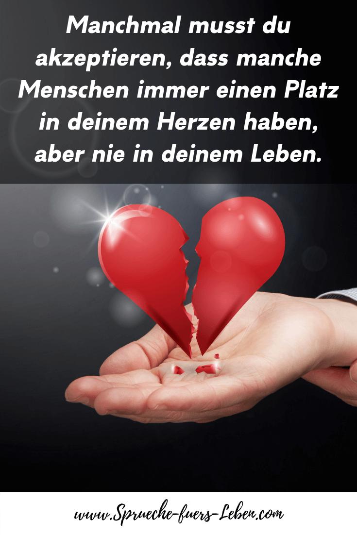 Manchmal musst du akzeptieren, dass manche Menschen immer einen Platz in deinem Herzen haben, aber nie in deinem Leben.