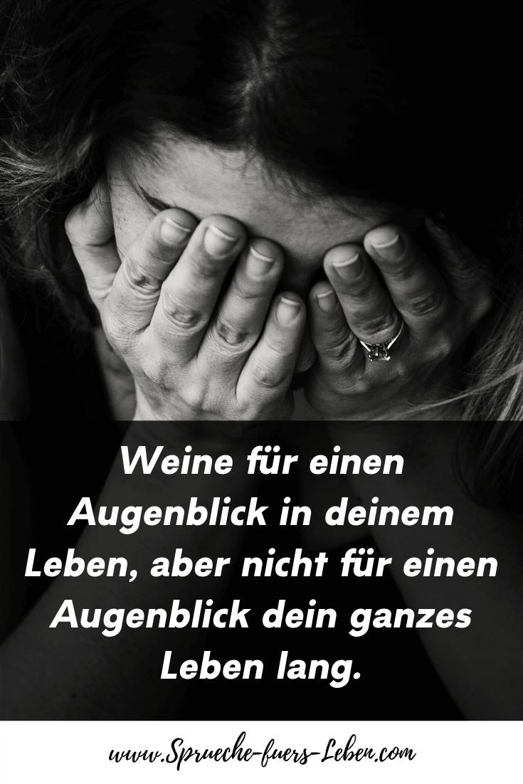 Weine für einen Augenblick in deinem Leben, aber nicht für einen Augenblick dein ganzes Leben lang.
